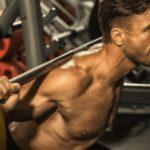 A kis súllyal végzett edzés laboratóriumi körülmények között kiválóan képes hipertrófiát előidézni. De mi a helyzet az edzőteremmel? (Eric Helms)