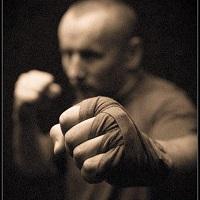 Krav maga önvédelmi edzések felnőtteknek a Krav Maga Akadémián. (K-CS 19:45 – 21:00)